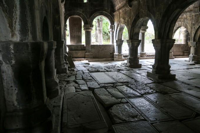 Kolumny w Sanahin Armenia