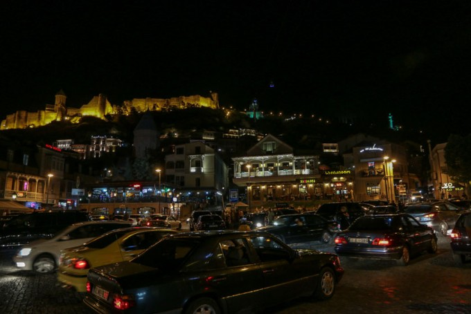 Tbilisi w nocy Gruzja