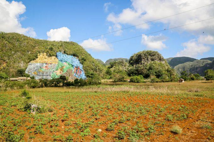 Mural de la Prehistoria mogoty Vinales