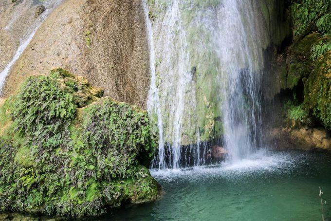 Pod wodospadem El Nicho