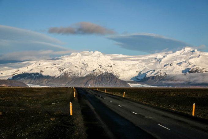Islandia lodowiec przy drodze