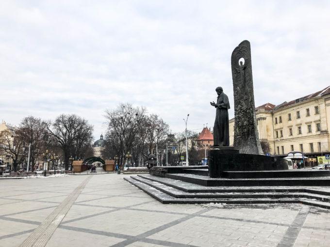 Lwów Prospekt Swobody i pomnik Tarasa Szewczenki