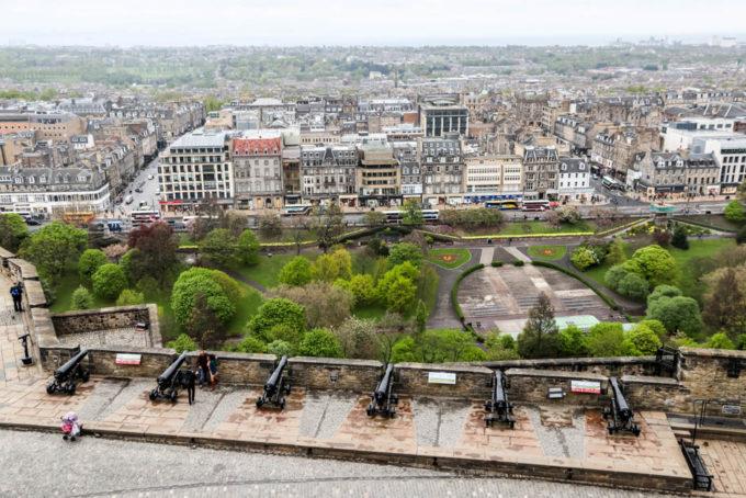 Działa na zamku Edynburg