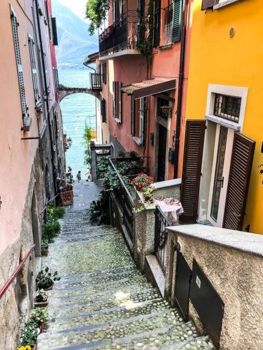 Uliczki w Varenna nad jeziorem Como