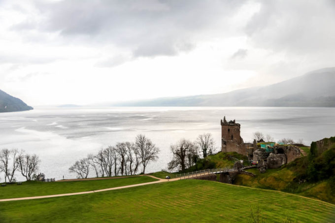 Zamek Urquhart nad Loch Ness