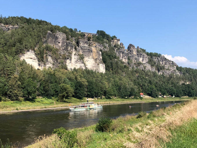Prom i pierwsze widoki na mostek Bastei
