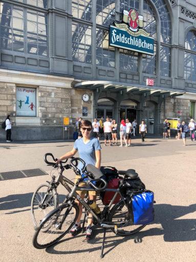 Przed dworcem Dresden Hauptbahnhof przyjazd do Drezna