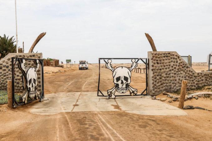 Brama Ugab Gate