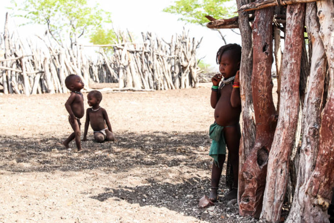 Wioska Himba dzieci