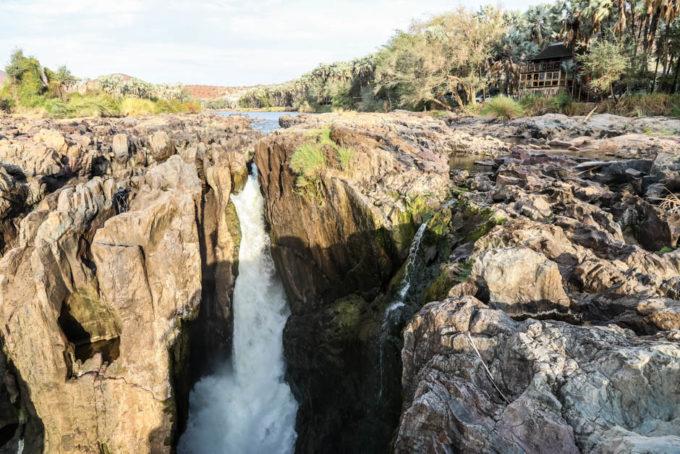 Wodospad Epupa z bliska