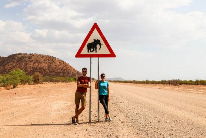 Znak uwaga słonie